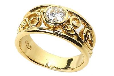 Solitaire Filigree Gold & Diamond Ring